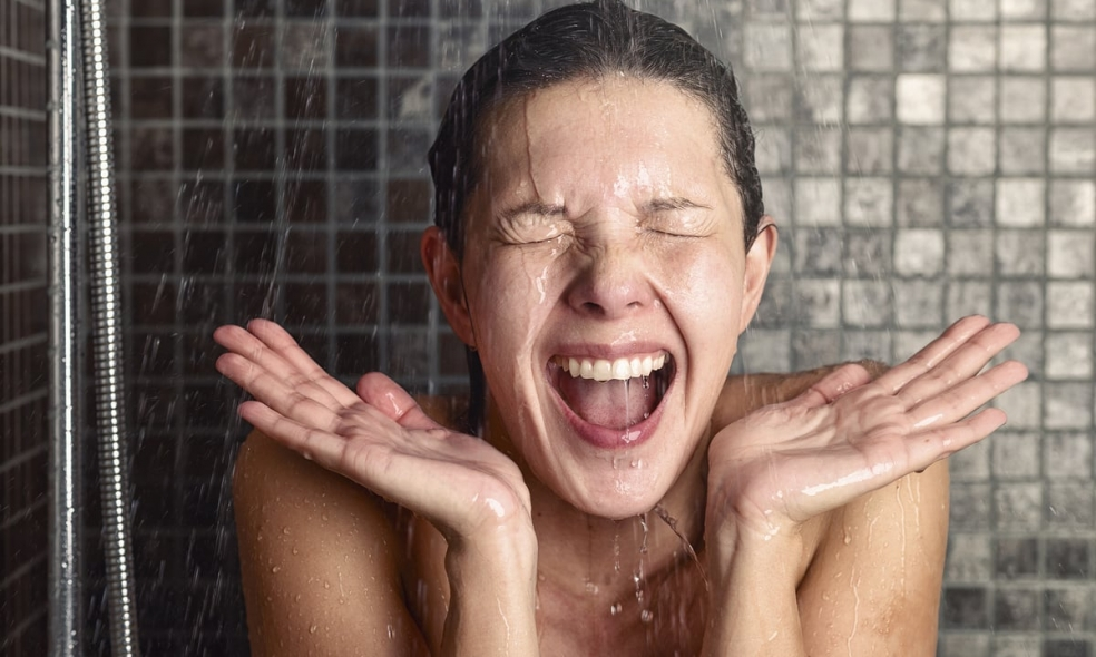 Beneficios de una ducha con agua fría en invierno
