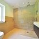 Escoge la mejor mampara de ducha para baños pequeños