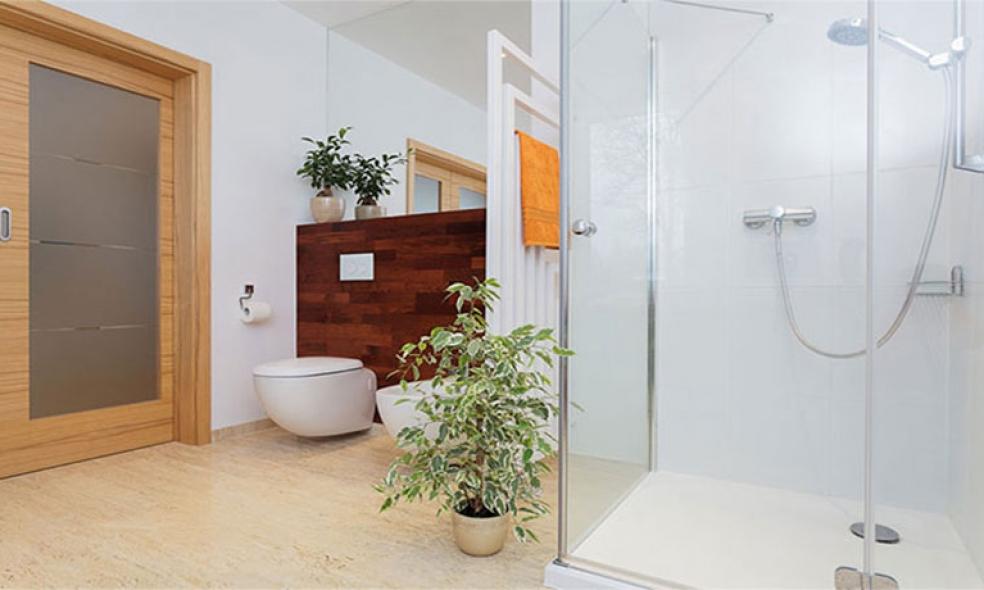 Elige los productos de limpieza adecuados a tu plato de ducha