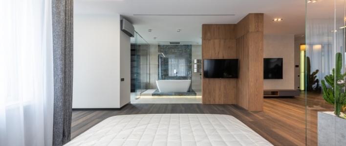 Paredes de cristal para baños, la mejor opción para separar espacios