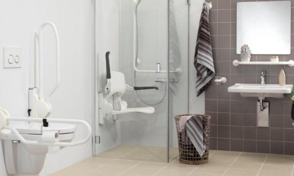 Ventajas de una silla de ducha para las personas mayores